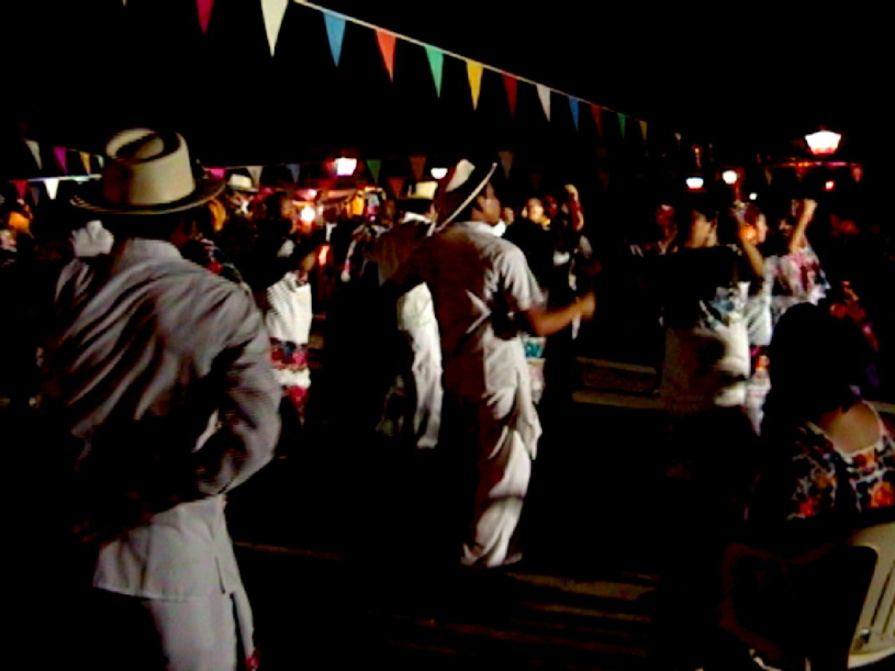 Jaraneros bailando vaquería.
